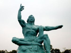 "The ""Peace Statue"" at 「長崎平和公園」 (""Nagasaki Peace Park"")."