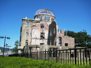 The 「原爆ドーム」 (Hiroshima Peace Memorial).